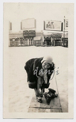 lady bendsover by RUTY'S RADIO+WALKER'S Stores+CAMEL ad*1931 ATLANTIC CITY Photo