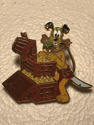 Pirates of the Caribbean- Booster Collection Pluto Treasure Chest Disney Pin