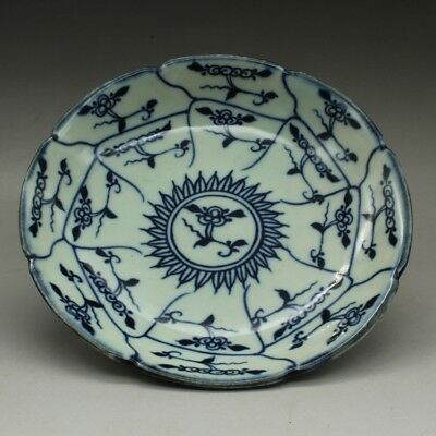 Chinese old hand-made Blue and white porcelain flower pattern plate b02