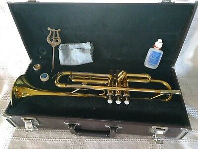 Yamaha Trumpet YTR-2320 with Mouthpiece, Case, and Lyre Stand Serial #324317A