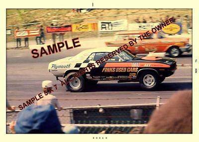 PLYMOUTH CUDA 1971 RACING A CHEVY NOMAD ? IN 1971 5x7 PHOTO NHRA