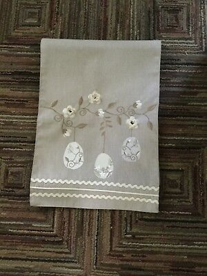 Table Runner Linen With Flowers
