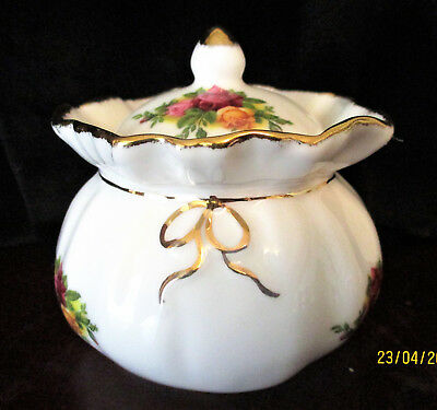 """ROYAL ALBERT    """"Old Country Roses""""    Dorothy Pot      Excellent Condition"""