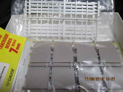 0 Scale Plastic Fencing 3 Types