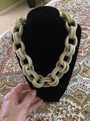 Vintage Deco Plastic Chunky  Link Soft Green Necklace     Bakelite 1940's Era