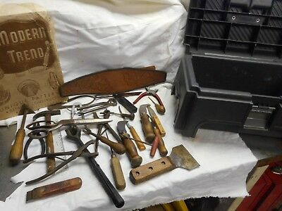 LOT OF  VINTAGE LEATHER   tools /case  BOOKS~PATTERNS see all photo