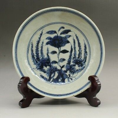 Chinese old hand-made  Blue and white porcelain  flower plate c01
