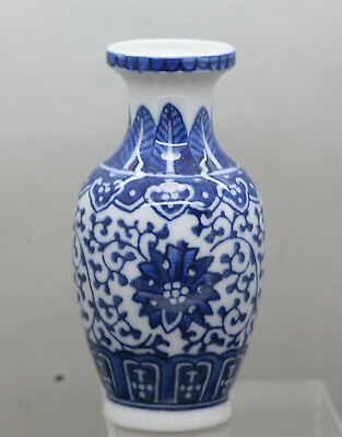 Gorgeous Vintage Chinese Hand Painted Blue & White Porcelain Vase