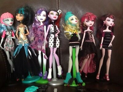 Seven Monster High Dressed Dolls On Stands Super Job Lot