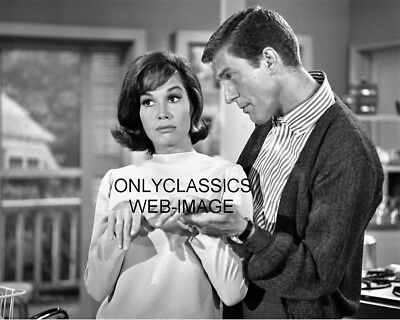 The Dick Van Dyke Show 8X10 Photo Sexy Cute Mary Tyler Moore Television Icons