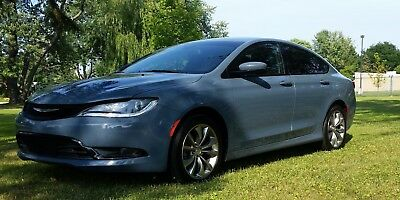 2015 Chrysler 200 Series S 2015 Chrysler 200 S Very well appointed, Blind Spot and Cross Path Detection