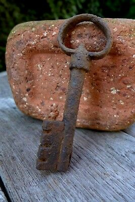 Antique Key Padlock Lock Rust Rare Collectible 21-05