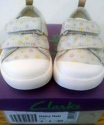4d5c6edca6522 NEW Clarks Doodles Halcy Hati girls Size 4 canvas trainers shoes toddler  baby 4F