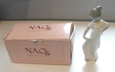 VINTAGE Nao Lladro Figurine How Pretty Girl Boxed