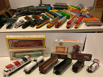 HO scale train lot, 6 Locomotives, 20+ Cars, Bridges, Track and more