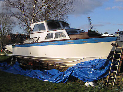 27ft Classic Cruising Powerboat - restoration project
