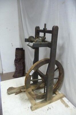 9355. Altes Spinnrad Old spinning wheel