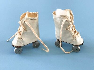 Vintage Madame Alexander Sonja Henie Babs Mary Hoyer Doll Oilcloth Roller Skates