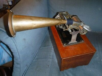 antique columbia graphophone w/t horn working