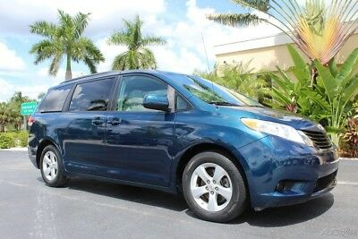 Toyota Sienna LE V6 7 Passenger Auto Access Seat