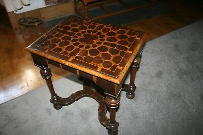 William & Mary style, Walnut and Laburnam Oyster veneer inlaid rectangular table