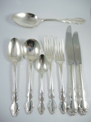 Vintage Oneida Dover silver plate cutlery set for 6. 44 pieces