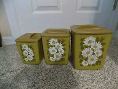 Vintage 1970,s Retro 3 Piece Plastic  Canister Set with Daisy,