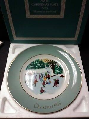 Avon Christmas Plate 1975 Skaters On The Pond W/Original Box and Packing