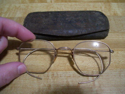 (A) Pair of Antique Vintage Gold Plated Wire Rim Glasses Eyeglasses