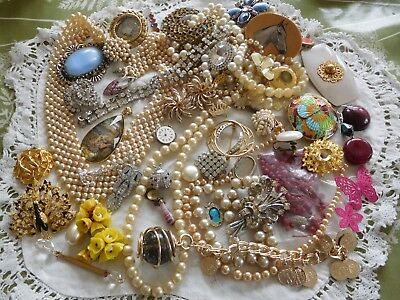 HUGE Mixed Job Lot of Vintage 1950s/60s Costume Jewellery for spares/repair