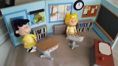 Peanuts Sally and Lucy Elementary School Classroom With Talking Desk