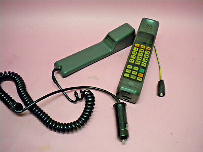 Vintage Motorola Ultra Classic II Brick Cell Phone w/ Car Adapter
