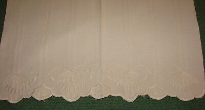 Vintage Embroidered Huck A Buck Linen Hand Towel - S1