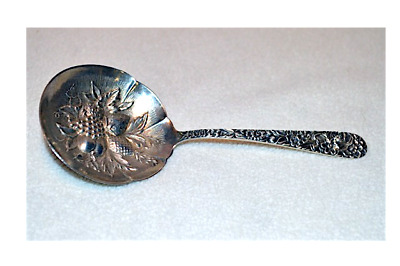 ANTIQUE S KIRK & SON STERLING SILVER REPOUSSE JELLY SPOON w/ EMBOSSED BOWL, 1920