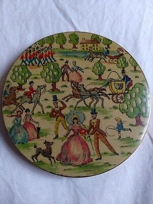 Lovely Vogue Vanities Vintage Powder Compact Crinoline Lady Gentleman Horses