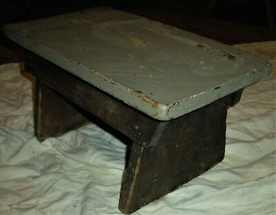 ANTIQUE LATE 1800S - EARLY 1900S PRIMITIVE STOOL BENCH ORIGINAL GREY PAINT vafo