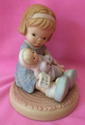 """Memories of Yesterday """"Wrapped In Love and Happiness"""" 1995 Event Figurine 602930"""