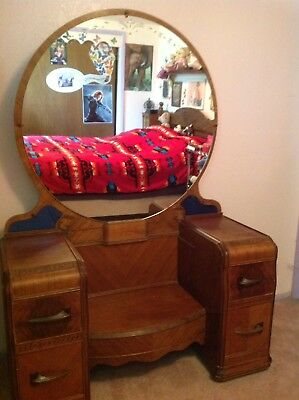 Anique Vanity Dresser With Round Mirror And 4 Drawers
