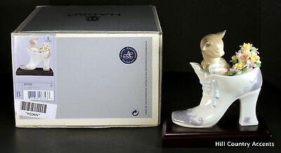 """Lladro - New - """"a Cozy Fit"""" #6743 - Kitten Sitting In A Boot With Flowers - Nib"""