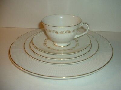 Royal Doulton Fairfax 5 Piece Placesetting Plates Cup Saucer