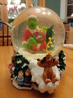Large Snow Globe The Grinch That Stole Christmas DR. SEUSS