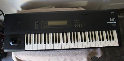 KORG M1 MUSIC Workstation 61-Key Synthesizer Keyboard w/ Memory Card &  Manual