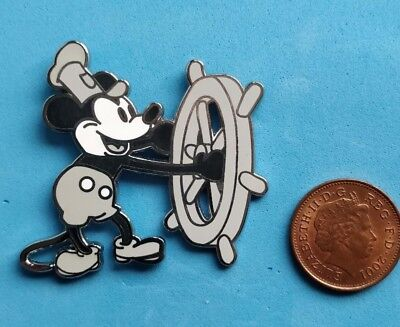 Disney trade pin MICKEYS STEAM BOAT WILLY(I COMBINE THE P&P)