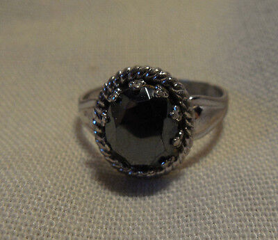 Lovely sterling silver ring w/black stone