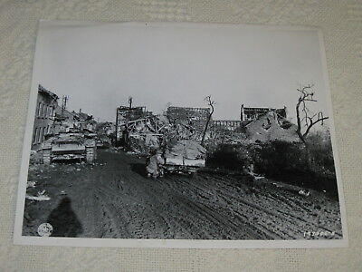 Original WWII Censored 8x10 Photo US TANKS 1944 ENTER Rubble GERMAN TOWN 38