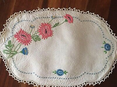 Stunning vintage linen embroidered Chrysanthemums? Centrepiece Doily Exc