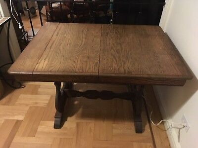 Beautiful Antique Oak Dining roomor Kitchen Table with 2Leafs! 40's