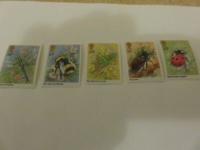 5 mint british stamps - Insects (1985 )