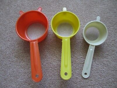 3 Vtg Plastic ORANGE~YELLOW~IVORY Sifters Colander Strainers  HONG KONG, Retro