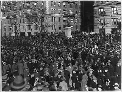 Photo:Crowd,statue of Louis Kossuth,Riverside Drive,N.Y.C.
